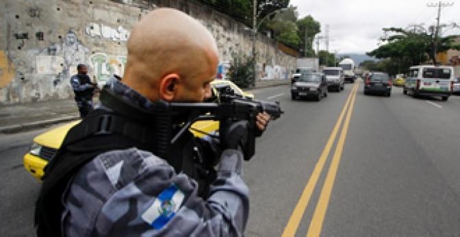 Efetuar disparo de arma de fogo contra veículo que 'fura' bloqueio policial